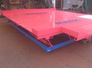 MATEC-Vibrotisch Länge 5500 mm, Breite 4600 mm, Bauhöhe nur 550 mm, Zwillingsantrieb MATEC Antrieb 3, 2x4 kW, frequenzgeregelt